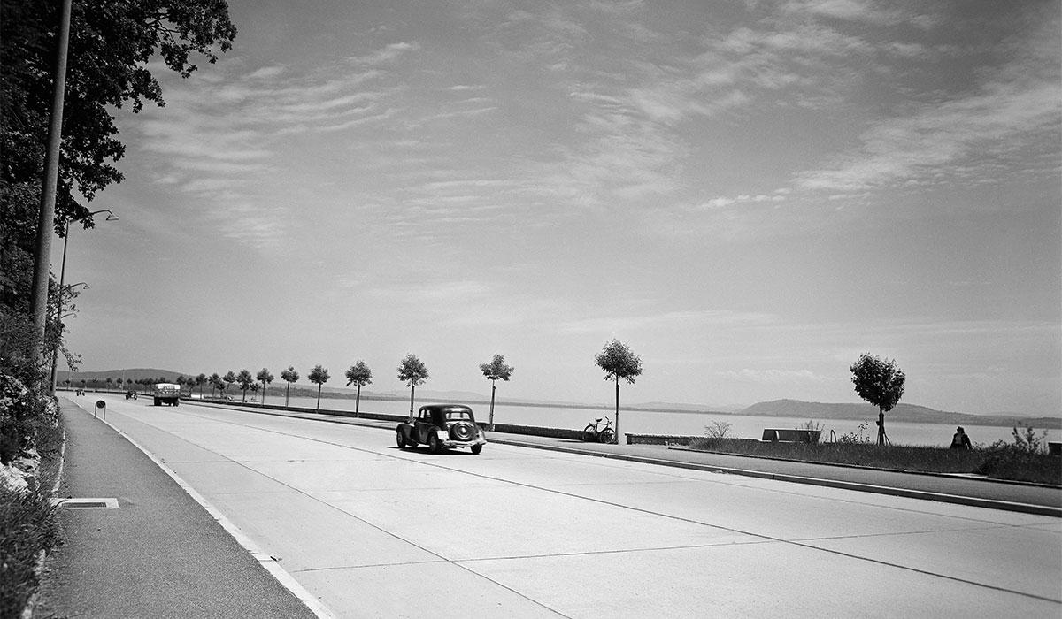Max Chiffelle (1913-2002)Route des Falaises, Neuchâtel, entre 1951 et 1956 À partir du négatif au gélatino-bromure d'argent sur support polyester Bibliothèque de la Ville, La Chaux-de-Fonds, Département audiovisuel