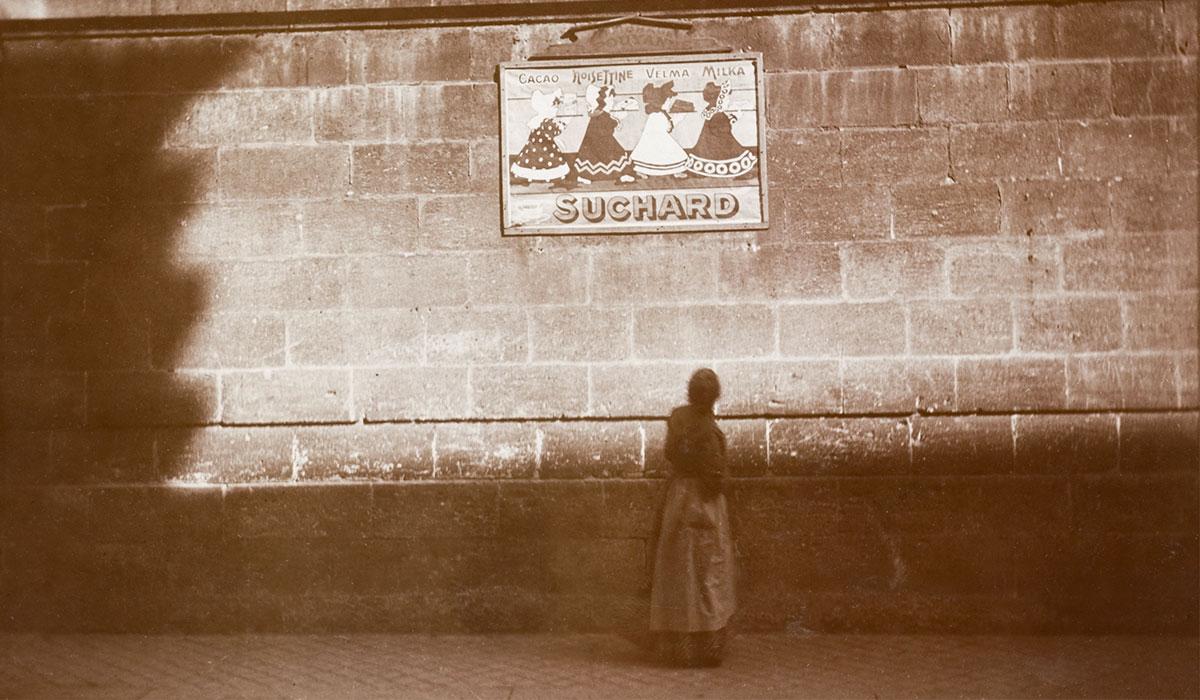 AnonymePanneau publicitaire Suchard, Bordeaux, 1912Tirage au gélatino-bromure d'argentMusée d'art et d'histoire, Neuchâtel