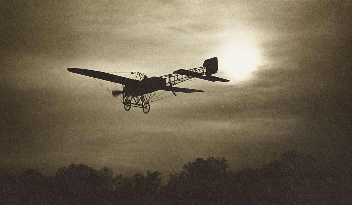 Jean Gaberell (1887-1949)  Blériot XI en vol, après 1909  À partir d'une carte postale, procédé photographiqueMusée d'histoire, La Chaux-de-Fonds